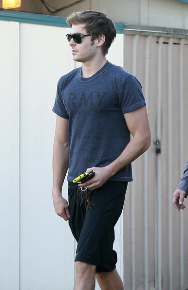 More Pics of Zac Efron T-Shirt (14 of 39) - Zac Efron Lookbook - StyleBistro []