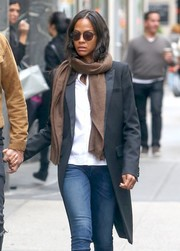 Zoe Saldana finished off her look with a pair of round shades.