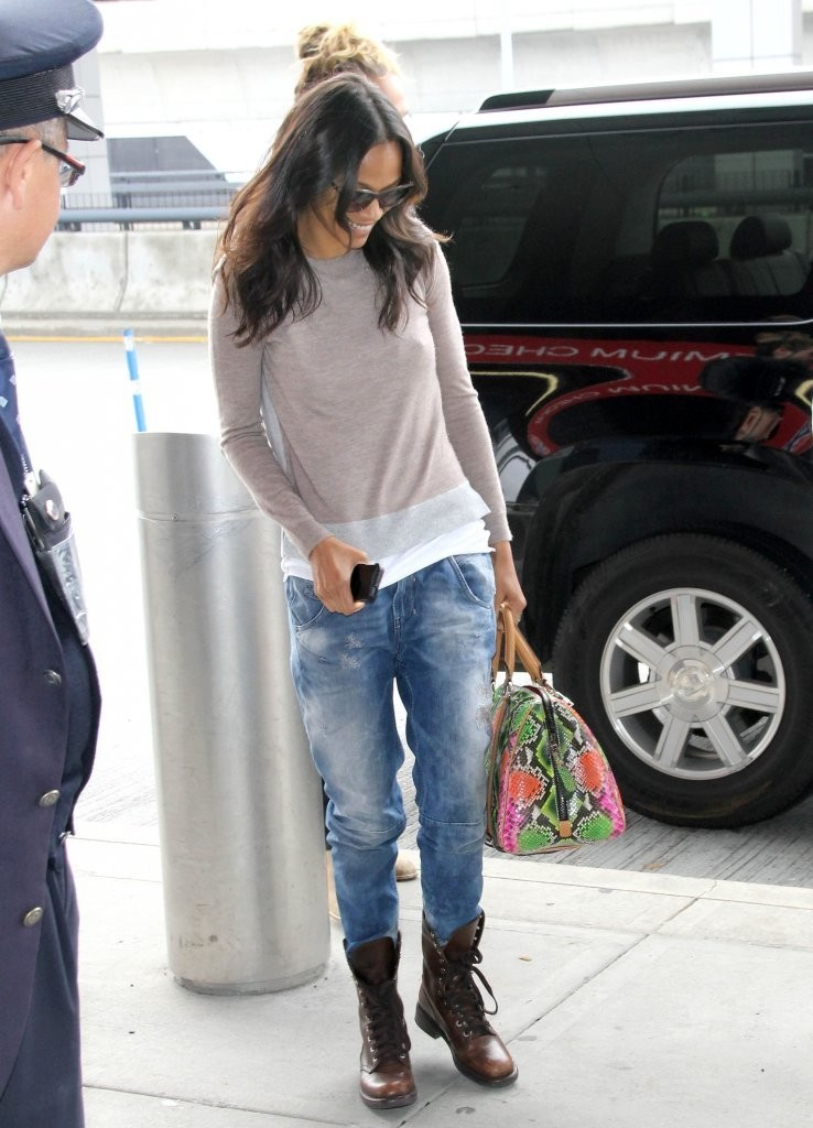 Zoe Saldana S Boyfriend Jeans And Combat Boots You Voted