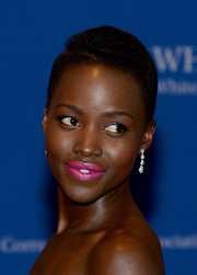 Lupita Nyong'o topped off her look with a lovely pair of dangling diamond earrings.