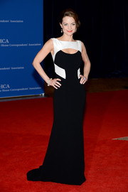Kimberly Williams-Paisley donned a black-and-white Theia gown featuring a cleavage peekaboo for the White House Correspondents' Association Dinner.