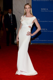 Anne V went for modern glamour in a white cutout gown by KaufmanFranco during the White House Correspondents' Association Dinner.