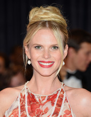 Anne V attended the White House Correspondents' Association Dinner wearing a retro top knot.