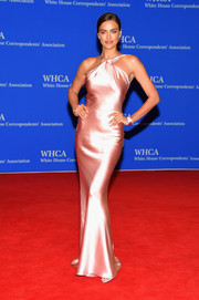 Irina Shayk sheathed her killer figure in a slinky pink satin gown by Sophie Theallet for the White House Correspondents' Association Dinner.