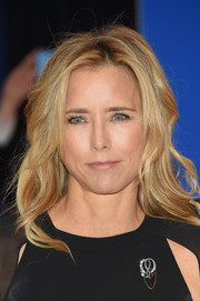 Tea Leoni styled her hair with beach-chic waves for the White House Correspondents' Association Dinner.
