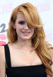Bella Thorne looked gorgeous with her gently wavy locks and flippy, side-swept bangs at the Wango Tango event.