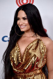 Demi Lovato wore ultra-long straight tresses during 102.7 KIIS FM's Jingle Ball 2017.