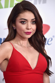 Sarah Hyland wore her long hair down in a gently wavy style during 102.7 KIIS FM's Jingle Ball 2017.