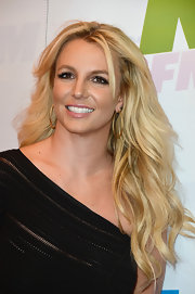 To keep her look soft and feminine, Britney Spears opted for a light pink lipstick.