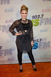 To balance her oversized blouse, Demi rocked a pair of skinny black leggings.