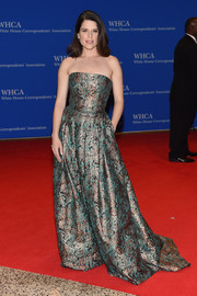 Neve Campbell shone on the red carpet in a metallic strapless gown during the White House Correspondents' Association Dinner.