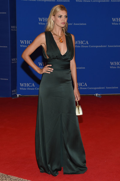 More Pics of Kelly Rohrbach Metallic Purse (1 of 10) - Kelly Rohrbach Lookbook - StyleBistro [red carpet,clothing,carpet,dress,flooring,fashion,shoulder,gown,hairstyle,a-line,arrivals,kelly rohrbach,washington dc,white house correspondents association dinner]