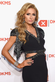 Paris Hilton showed off a stunning filigree cuff bracelet by Jacob & Co. at the Delete Blood Cancer Gala.
