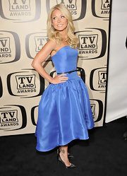 Kelly Ripa paired her ultra-feminine frock with a pair of sleek satin pumps for the 10th Annual TV Land Awards.