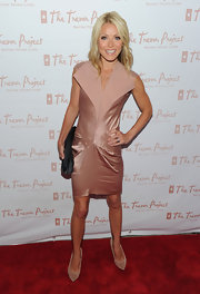 Kelly wore a blush satin dress with an oversized lapel and cap sleeves.