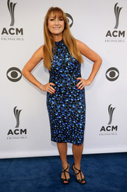 Jane Seymour shimmered in a blue sequin dress at the ACM Honors.
