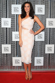Megan Gale looked flawless in her silver pointy pumps and one-shoulder dress at the ASTRA Awards.