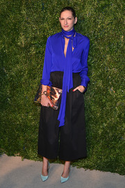 Jenna Lyons looked tres chic in an electric-blue tie-neck blouse paired with black culottes at the CFDA/Vogue Fashion Fund Awards.