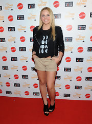 Alli Simpson dressed up her casual cool look with black peep-toe wedges.