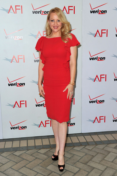 Wendi paired her red hot dress with platform peep-toe pumps.