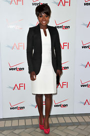 Viola Davis added a pop of color to her ensemble with bright pink platform pumps.