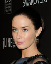 Emily blunt is known for slicking back her shoulder-length hair. Although, the look is stunning on her, but it would be great to see her jazz it up a little.
