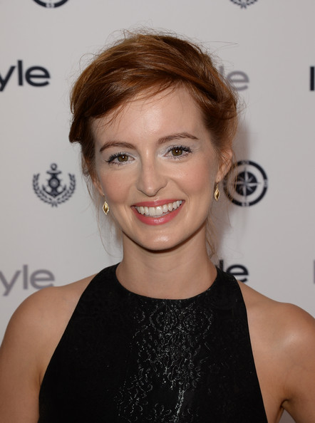Ahna O'Reilly opted for a pinned 'do to showcase her fiery red locks.