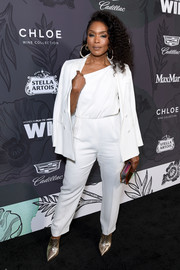 Angela Bassett styled her suit wit pointy gold pumps.