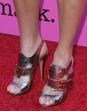 Nikki Blonsky showed off her stunning cocktail dress with a pair of metallic silver slingbacks.