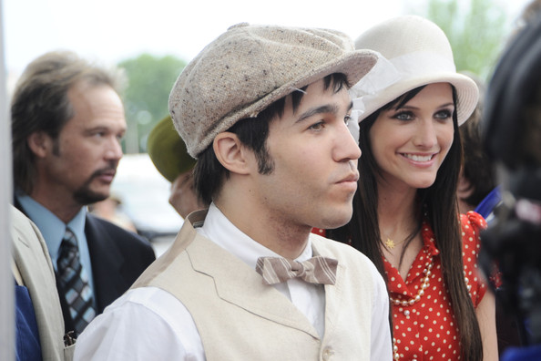 Pete looked polished and classic in a golfer-inspired ensemble with a tweed newsboy cap.