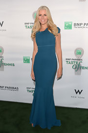 Aviva Drescher looked simple yet stunning on a blue floor-length gown at the 13th Annual Taste of Tennis.