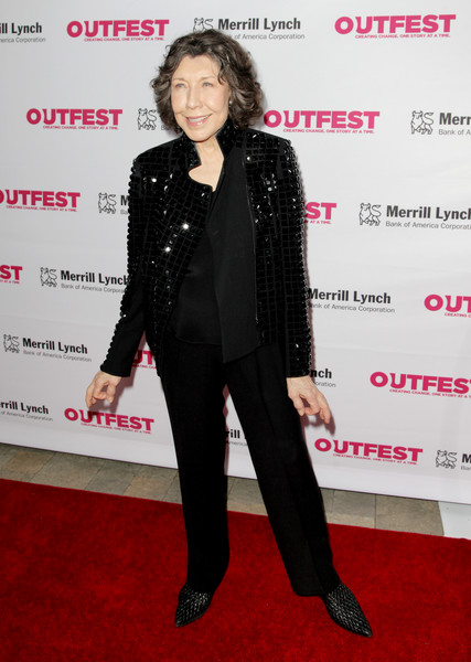 More Pics of Lily Tomlin Curled Out Bob (1 of 4) - Short Hairstyles Lookbook - StyleBistro [red carpet,clothing,red carpet,carpet,suit,premiere,formal wear,tuxedo,flooring,event,outerwear,lily tomlin,vibiana,los angeles,california,outfest legacy awards]