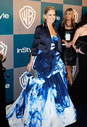 Sarah Michelle Gellar layered a cropped satin blazer over her wild tie-dye gown for the InStyle Golden Globes after party.