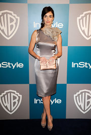 Paz Vega finished off her lovely dove gray cocktail dress with a complementary blush satin clutch.