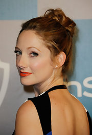 Judy Greer wore her hair swept up into a simple bobby-pined updo at a Golden Globe Awards after party.