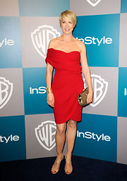 Jenna Elfman paired her off-the-shoulder red dress with nude strappy sandals.