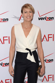 Robin Wright Penn finished off her AFI Awards look with an elegant gold box clutch.