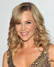 Julie Benz styled her blond tresses in delicate curls and wispy side bangs.