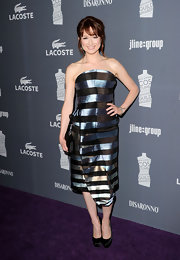 Ellie Kemper accessorized with black satin platform pumps.