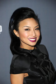 Jeannie Mai went for a bold look with this teased half-up half-down 'do at the Costume Designers Guild Awards.