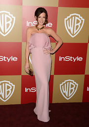 Kate was her usual divine self wearing this strapless petal pink ruffled gown at the Golden Globes after-party.