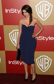 Noureen DeWulf matched her dress with suede pumps.