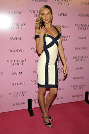 Victoria's Secret model Candice Swanepoel walked the pink carpet in a hip hugging color block dress. She topped her outfit off with a pair of black and gold ankle strap pumps.
