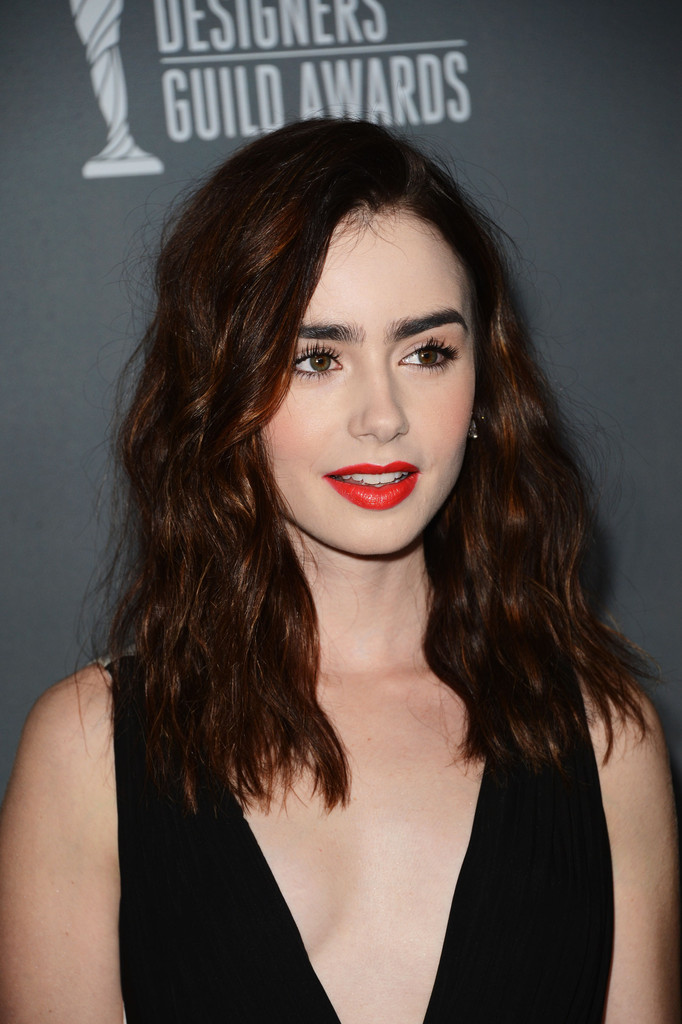 More Pics Of Lily Collins Medium Wavy Cut 13 Of 20