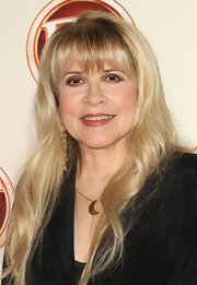 Stevie Nicks kept it simple at the 'Entertainment Tonight' Emmy Party with a long wavy hairstyle.