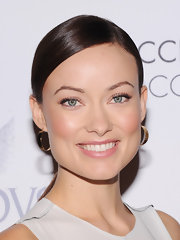 Olivia pulled an Audrey Hepburn with her side-parted 'do at the ACE Awards.