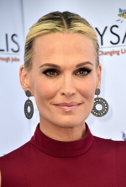 Molly Sims attended the Chrysalis Butterfly Ball wearing her hair in a center-parted ponytail.