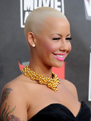 Model Amber Rose knows how to call attention to her look. She paired her strapless dress with a beaded statement neckalce.