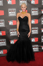 Amber looked like a 50's Barbie in a va-va-voom tulle evening dress.