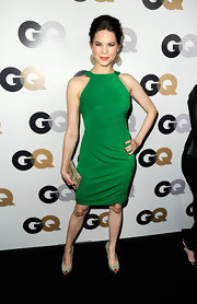 Mariana Klaveno was vibrant in a green knit dress for the GQ Men of the Year party.
